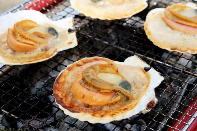 新鮮な魚介類を焼いて楽しめる『七厘村』