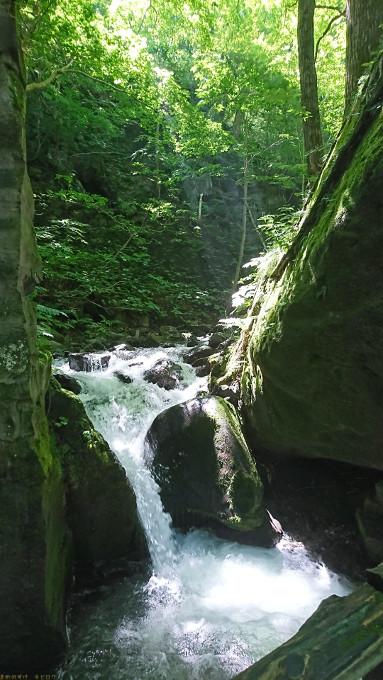 銚子大滝の脇にある小さい滝